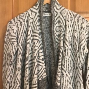 Abercrombie & Fitch Sweaters - Abercrombie & Fitch Cardigan sweater. Gray/cream.